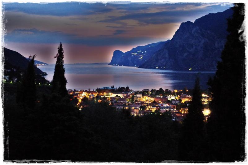 Gardasee bei Nacht - Blog Topfgartenwelt