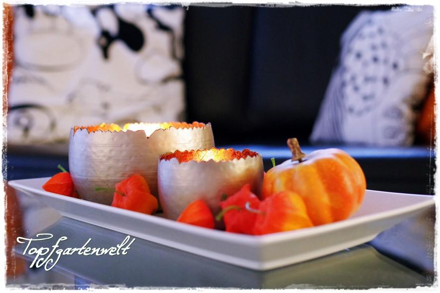 Herbstschale mit Teelichtern und Physalis und Kürbis