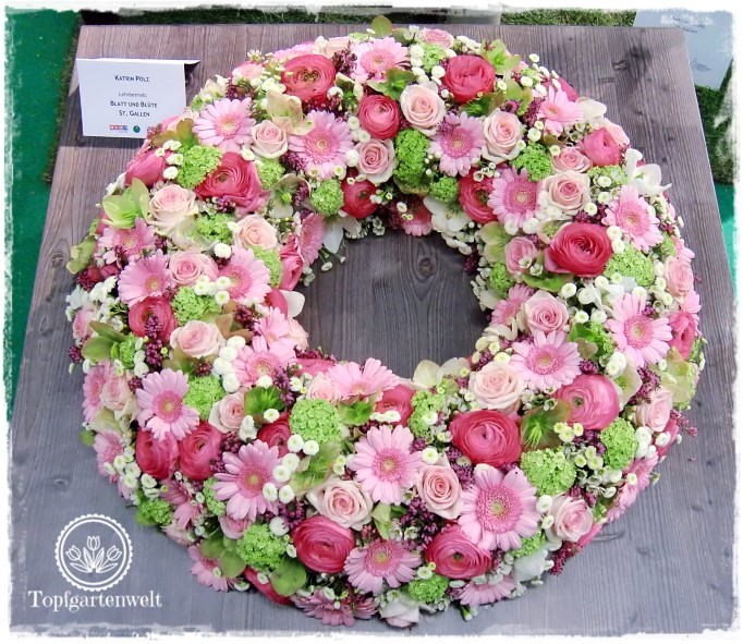 Gartenblog Topfgartenwelt Gartenmesse Blühendes Österreich 2017: Lehrlingswettbewerb der Floristen Kranz mit rosa Rosen