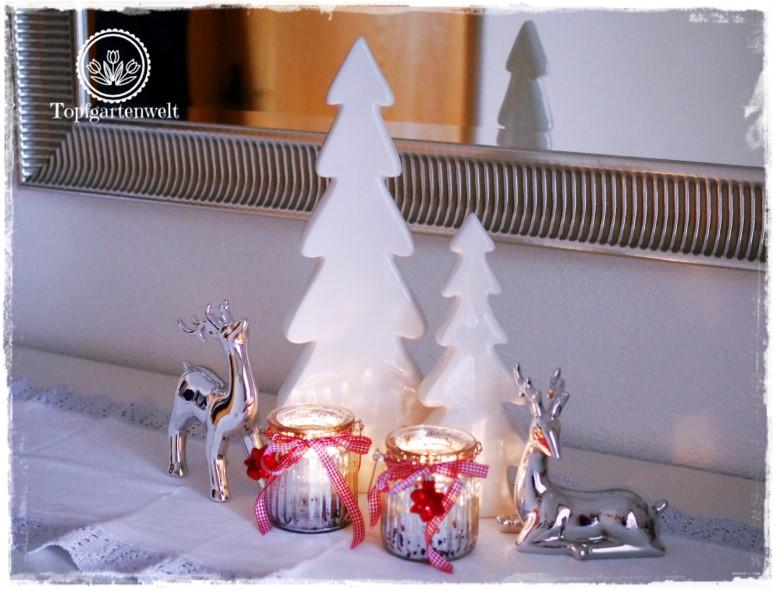 Gartenblog Topfgartenwelt festliche Weihnachtsdekoration in Rot und Weiß + Rezept Flammkuchen: Diele mit weißen Tannenbäumchen