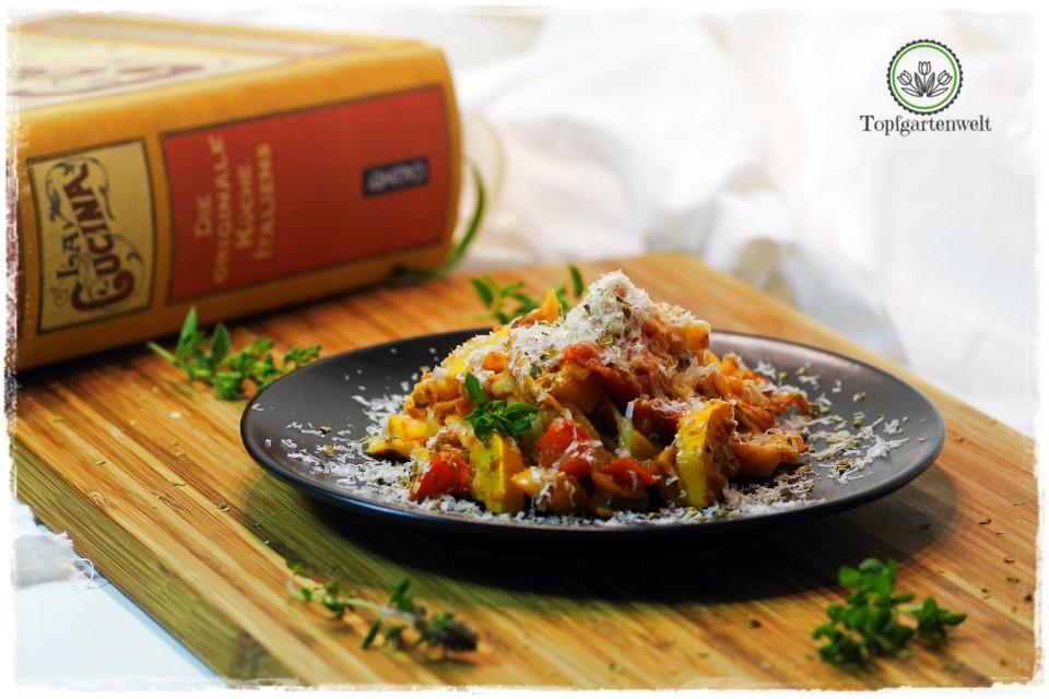Selbst gemachte Pasta mit Zucchini, Paprika und Tomaten aus La Cucina!