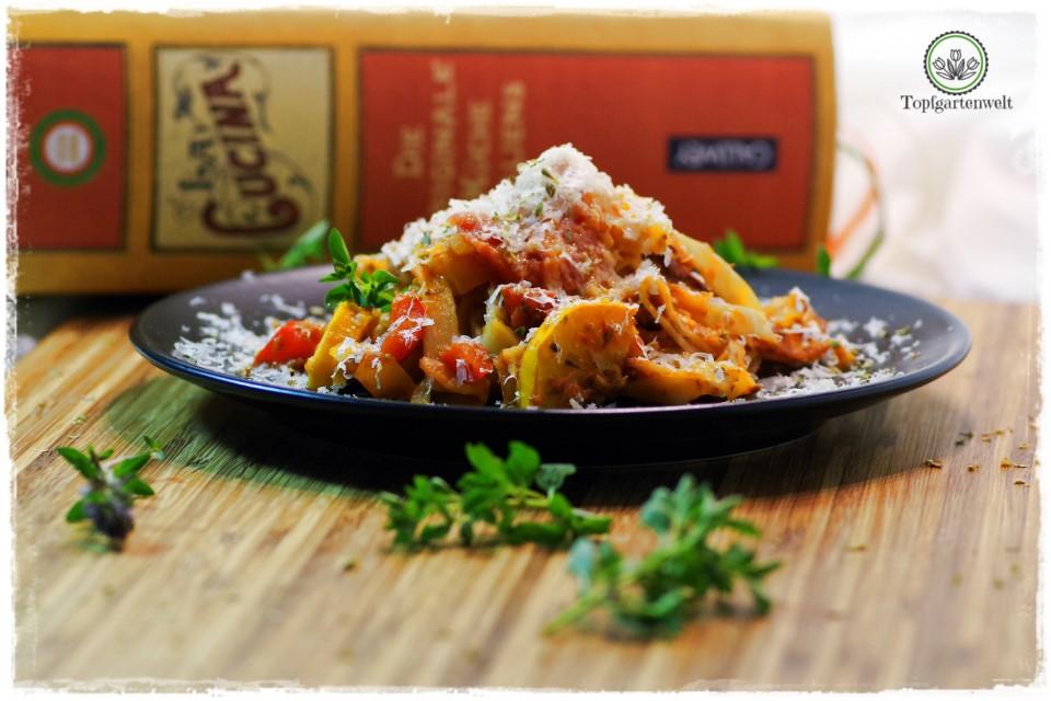 Tagliatelle mit Zucchini, Paprikaschoten und Tomaten - Foodblog Topfgartenwelt