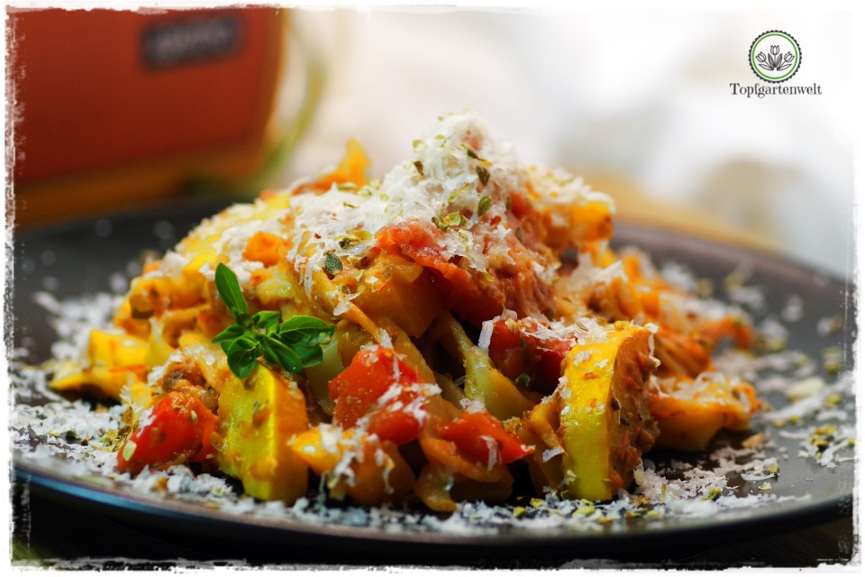 Rezept für Tagliatelle zum selber machen - Paprika, Tomaten, Zucchini - Foodblog Topfgartenwelt