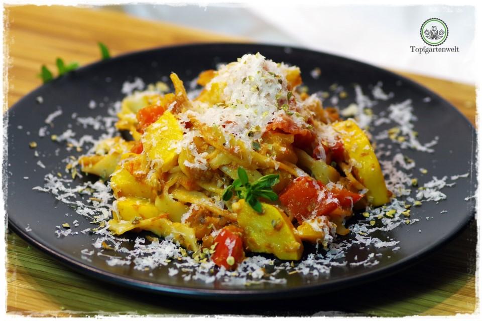 selbst gemachte Pasta mit Zucchini, Tomaten, Paprika - Foodblog Topfgartenwelt