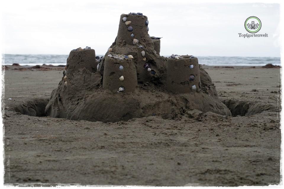 Sandburg am Strand von Caorle - Gartenblog Topfgartenwelt