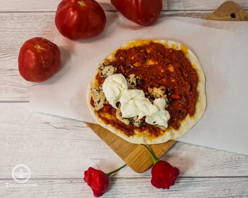 Piadina mit Pesto Rosso und Hähnchen sowie Mascarpone - Foodblog Topfgartenwelt