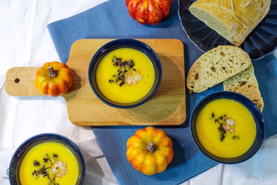 Italienische Kürbissuppe mit Mascarpone, schwarzen Reis und Garnelen aus Italy made at Home!