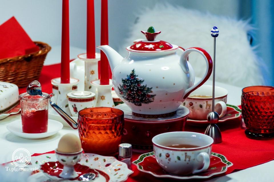 frühstücken mit rot weissem Geschirr passend für Weihnachten - Blog Topfgartenwelt