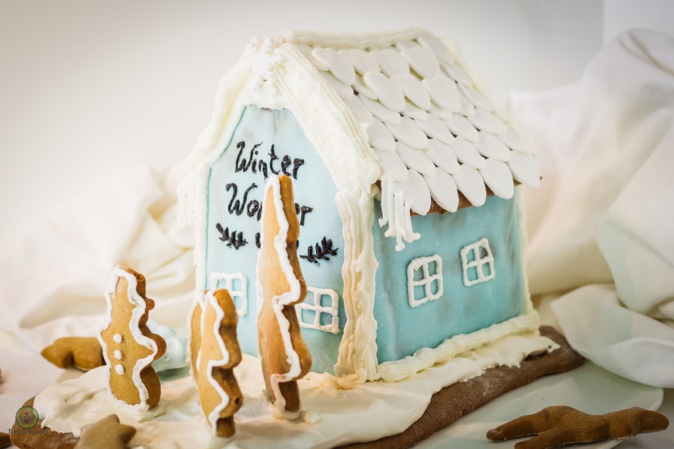Lebkuchenhaus selber backen, verzieren und beschriften mit Zuckerguss, Fondant und Zuckerschrift - Foodblog Topfgartenwelt