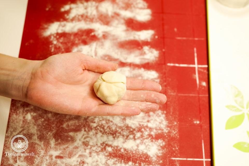 perfekt geformter Knödel, welcher beim Kochen nicht aufgeht - Foodblog Topfgartenwelt