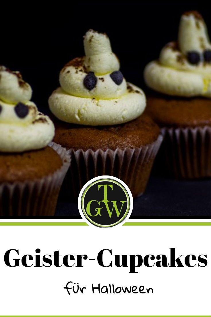 Geister-Cupcakes mit Schokolade und Obers-Mascarpone-Topping für Halloween #geistercupcakes #halloween #schokomuffins