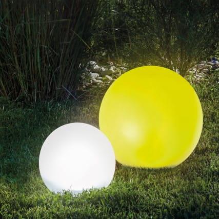 bunte Solar-Leuchtkugeln als Gartendeko - Gartenblog Topfgartenwelt