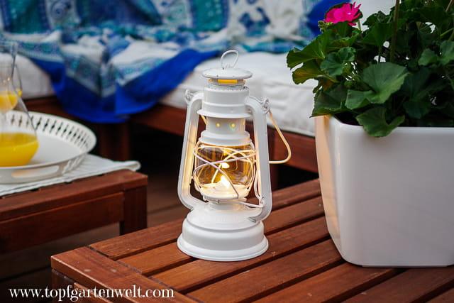 Urlaubsfeeling zu Hause - stimmungsvolles Licht - Sturmlaternen Feuerhand - Gartenblog Topfgartenwelt